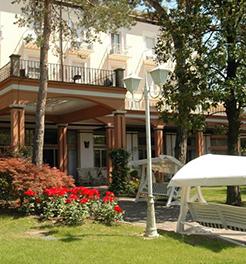 La spendida entrata dell'Hotel Excelsior Terme ad Abano Terme