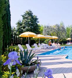 La piscina esterna dell'Hotel Grand Torino ad Abano Terme, Padova